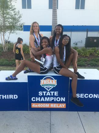 4x400 girls team.jpg